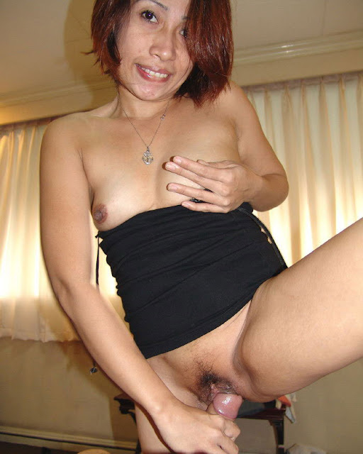 Tante Girang Pose Woman On Top