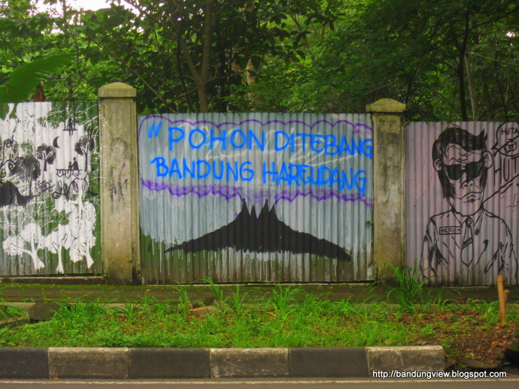 "Mural baksil ""Pohon ditebang Bandung hareudang"""