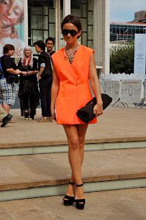 http://1.bp.blogspot.com/-jpkA2mGmHpM/Ty_Xf88kpjI/AAAAAAAAITw/n77E2sLWUfQ/s1600/Vestido+naranja+2.jpg