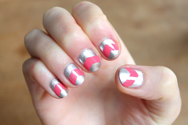 nail art - silver chevron design
