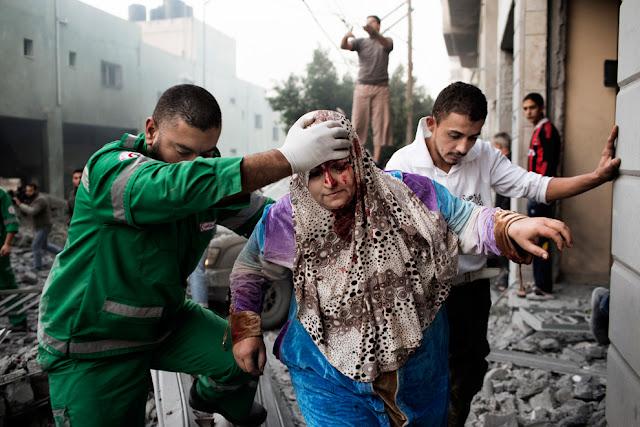 الحرب على غزة Gaza+Under+Fire+%2815%29