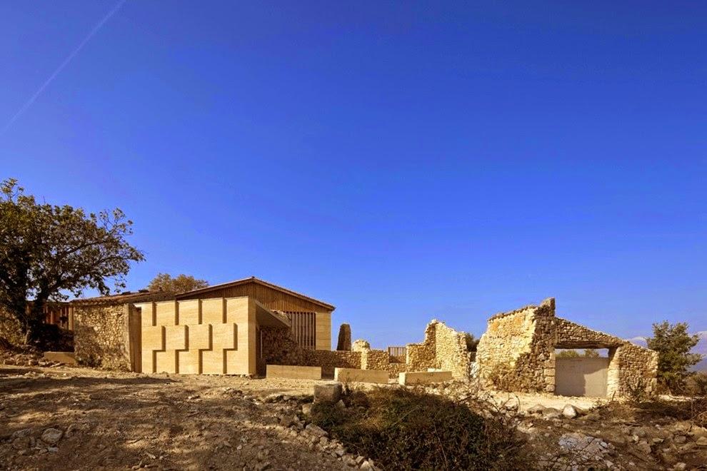 Dosis arquitectura casa de campo en la provenza francia for Casa de campo arquitectura