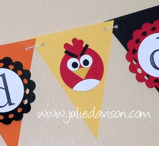 http://juliedavison.blogspot.com/2012/06/angry-birds-punch-art-birthday-banner.html