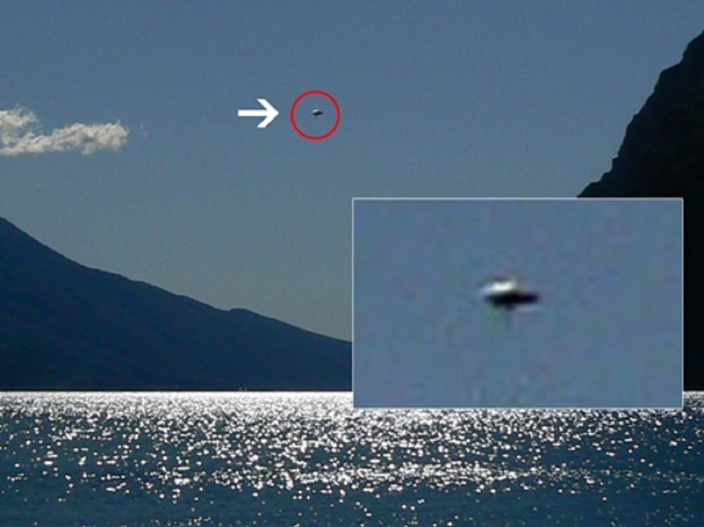 Related posts : 2011, europa, italia, ufo diurno, ufo foto