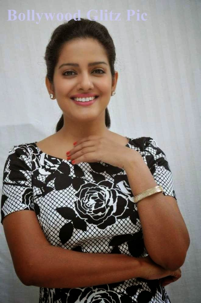 vishakha singh latest cute pics