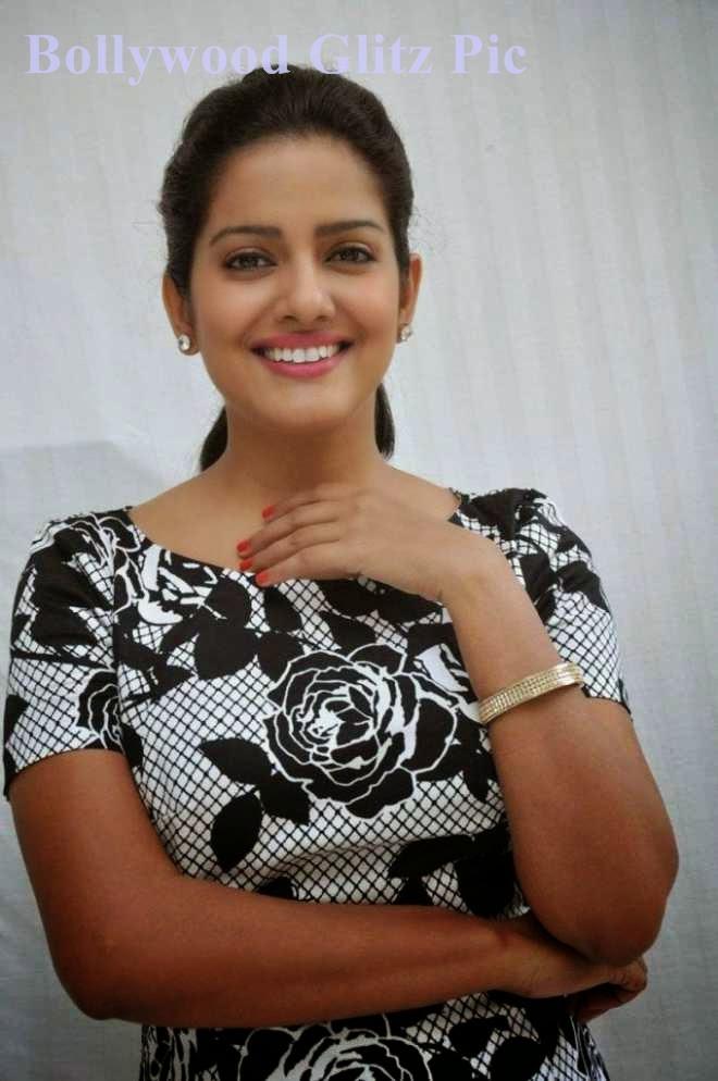 vishakha singh latest cute pics