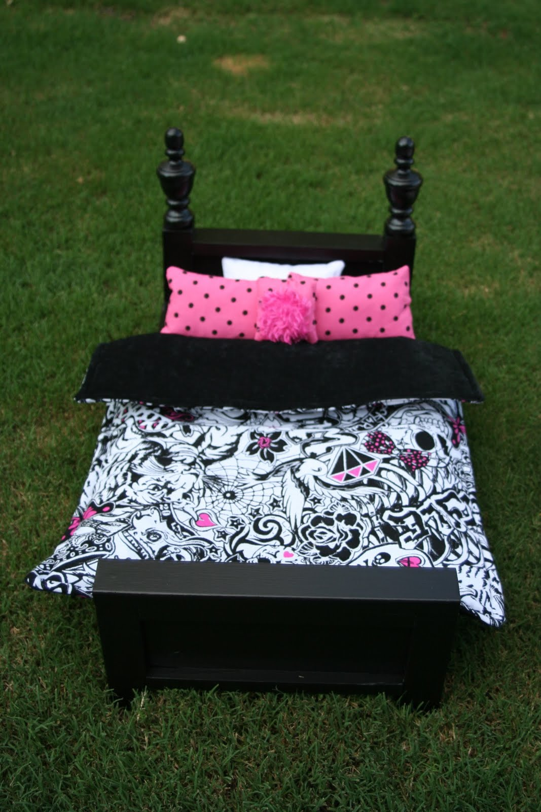 This bedding is the softest fleece  Has has cool owls   peace signs. Weathered Pieces  Doll Beds