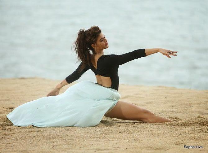 Jacqueline Fernandez Sensual Dance