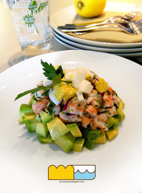 tartare di avocado, gamberi e uova sode