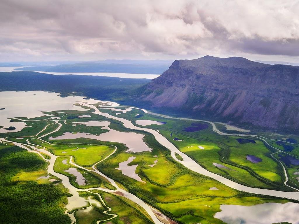 """<img src=""""http://1.bp.blogspot.com/-jrv7bntgmI8/UuAXbqUrTWI/AAAAAAAAJx0/jt-u2idT75E/s1600/beautiful-tribute-to-mighty-river.jpeg"""" alt=""""beautiful tribute to mighty river"""" />"""