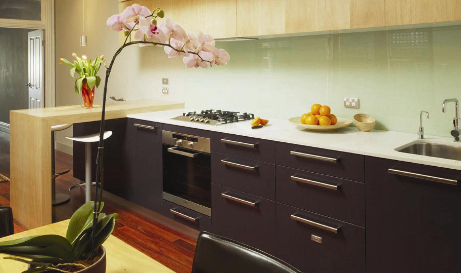 C mo maximizar el espacio en la cocina cocinas con estilo - Cocinas color berenjena ...