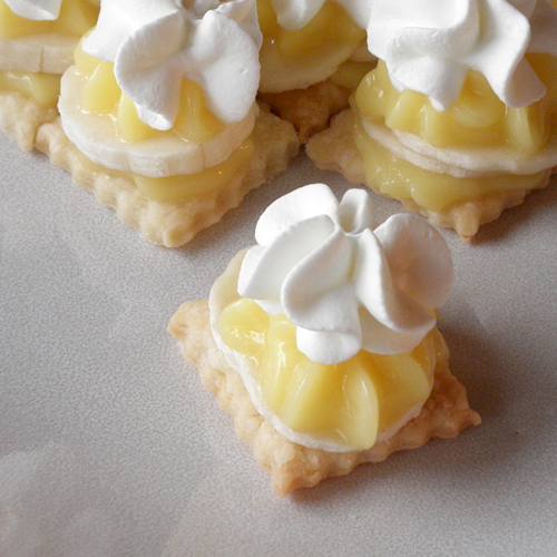 Bite-Size Banana Cream Pie made with instant pudding