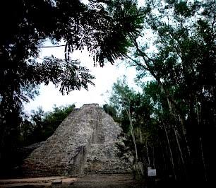 Pirámide de Nohoch Mul en la ciudad maya de Cobá, la más alta en la Península de Yucatán