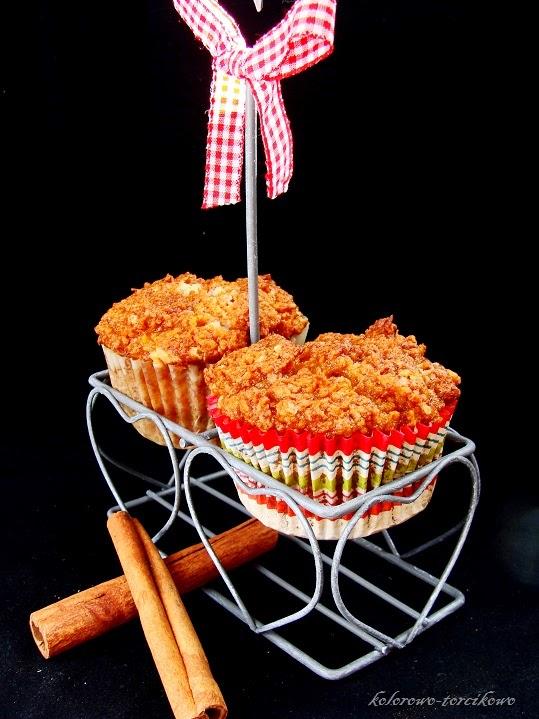 Muffinki marchewkowe z białą czekoladą