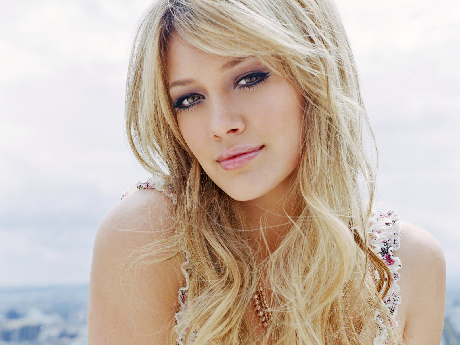 http://1.bp.blogspot.com/-jseIAsqgtCU/Ttb-B5KT1LI/AAAAAAAAASo/2wtCZnLhcI0/s1600/Hilary-Duff-pictures-desktop-Wallpapers-HD-photo-images-14.jpg