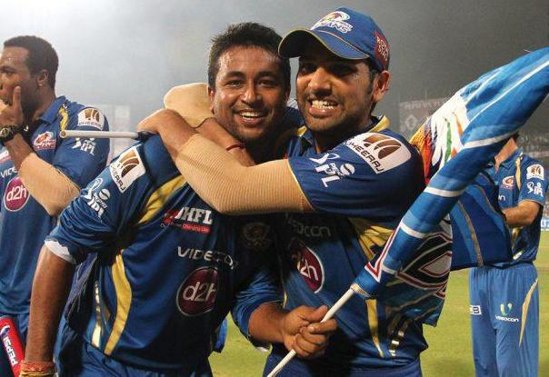 Rohit-Sharma-Pragyan-Ojha-CSK-vs-MI-IPL-Final-2013