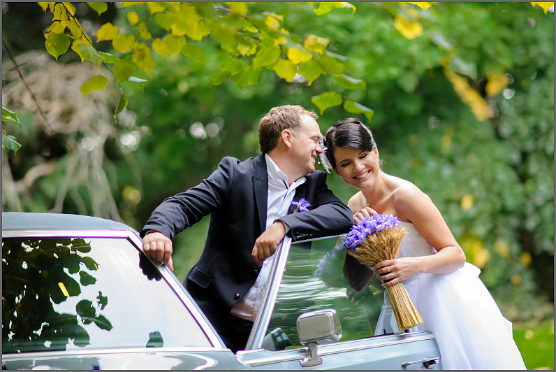 vestuvinė fotosesija su automobiliu