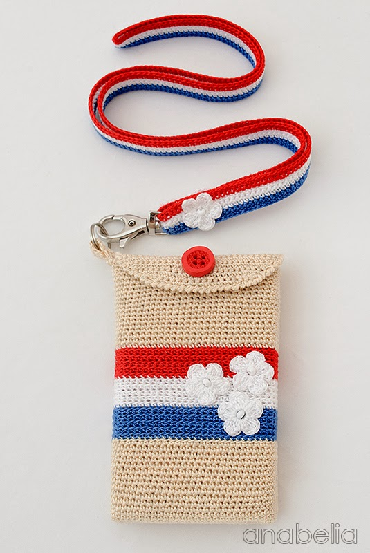 Crochet smartphone case Paris by Anabelia
