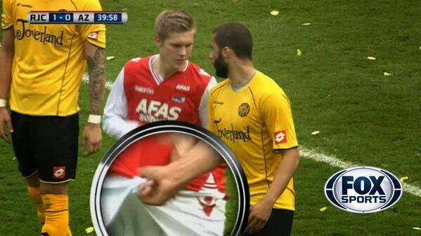 Roda, Guy Ramos, Aron Johannsson, Roda's Guy Ramos grabs Aron Johannsson's genitals