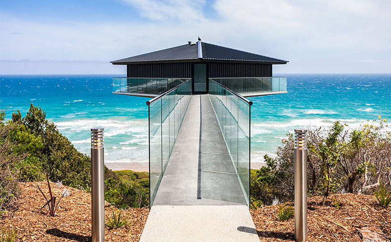 La casa de playa que parece flotar sobre el mar en Australia
