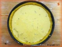 Crostata con ripieno di prugne e amaretti