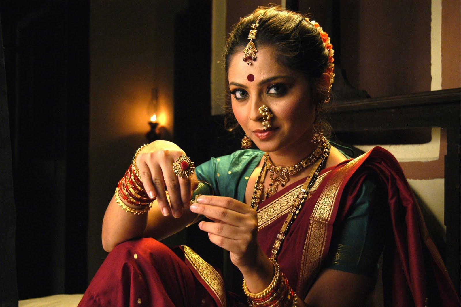 http://1.bp.blogspot.com/-jtDw44ZBhLk/UGTGAFTeeOI/AAAAAAAADns/xL1mID-uQN8/s1600/sonali+kulkarni+marathi+actress.jpg