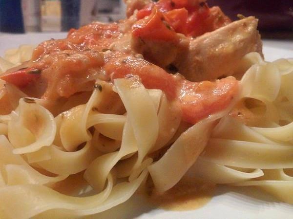 Poulet la sauce la cr me tomat e et aux herbes de - Cuisine familiale rapide ...