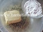 Paleuri fursecuri cu crema preparare reteta - amestecam zaharul pudra cu untul