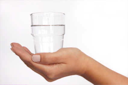 http://1.bp.blogspot.com/-jtqyphZP6U8/UKnJMWseK_I/AAAAAAAAAus/zeqRkPz8GlE/s1600/glass-in-hand.jpg