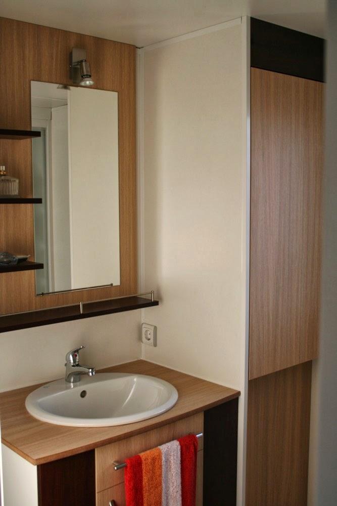 meiselbach mobilheime dusch bad in einem mobilheim. Black Bedroom Furniture Sets. Home Design Ideas