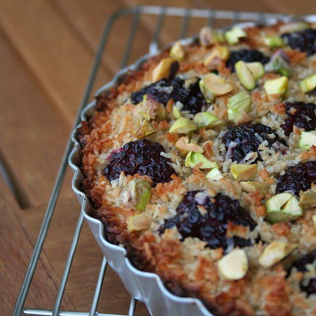 pepsakoy: Blackberry and Coconut Macaroon Tart