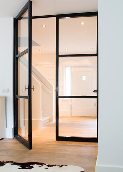Black Door Glass : Interiores con puertas de cristal y marco negro