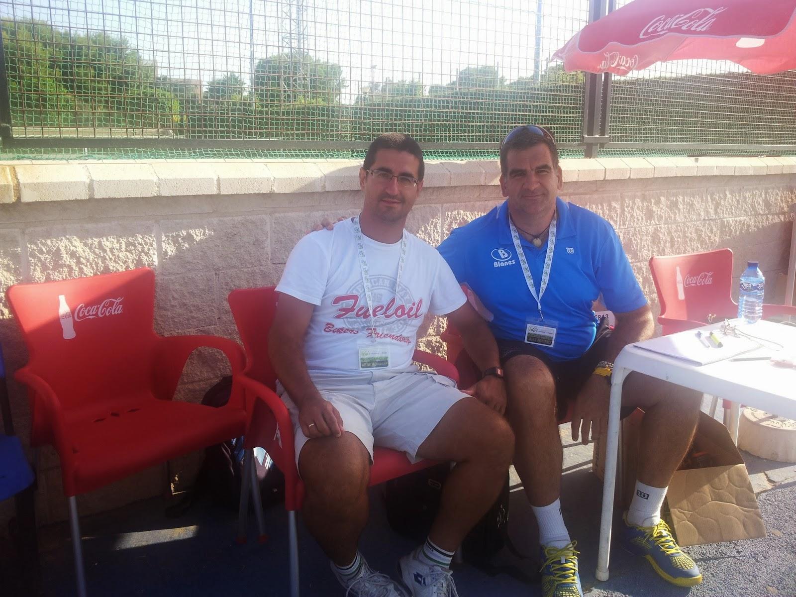 Con mi compañero de Granada, Antonio Espigares, arbitrando en el Club Natación Almería