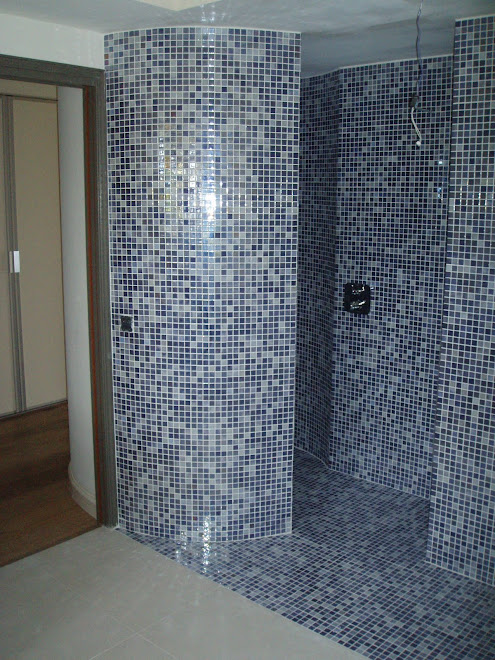 Douche réalisée en briques + platres arrondie