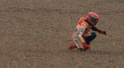 Foto Detik-detik Kecelakaan Marquez di Silverstone, Inggris