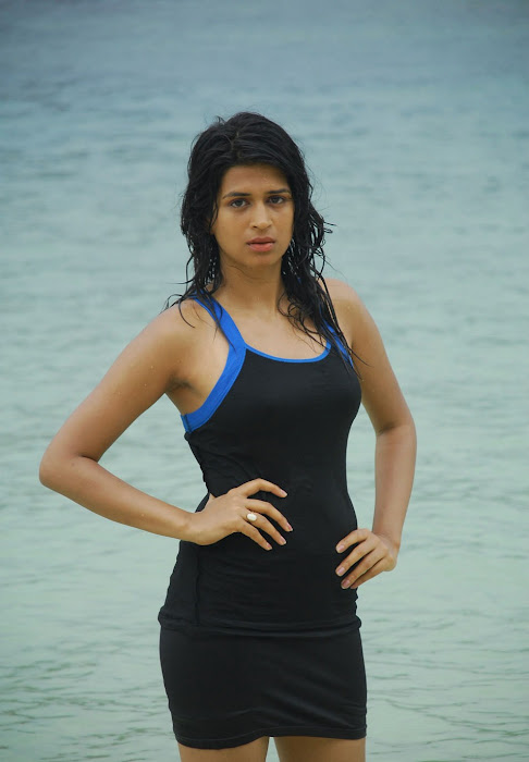 shraddha das spicy from mugguru, shraddha das new at beach unseen pics