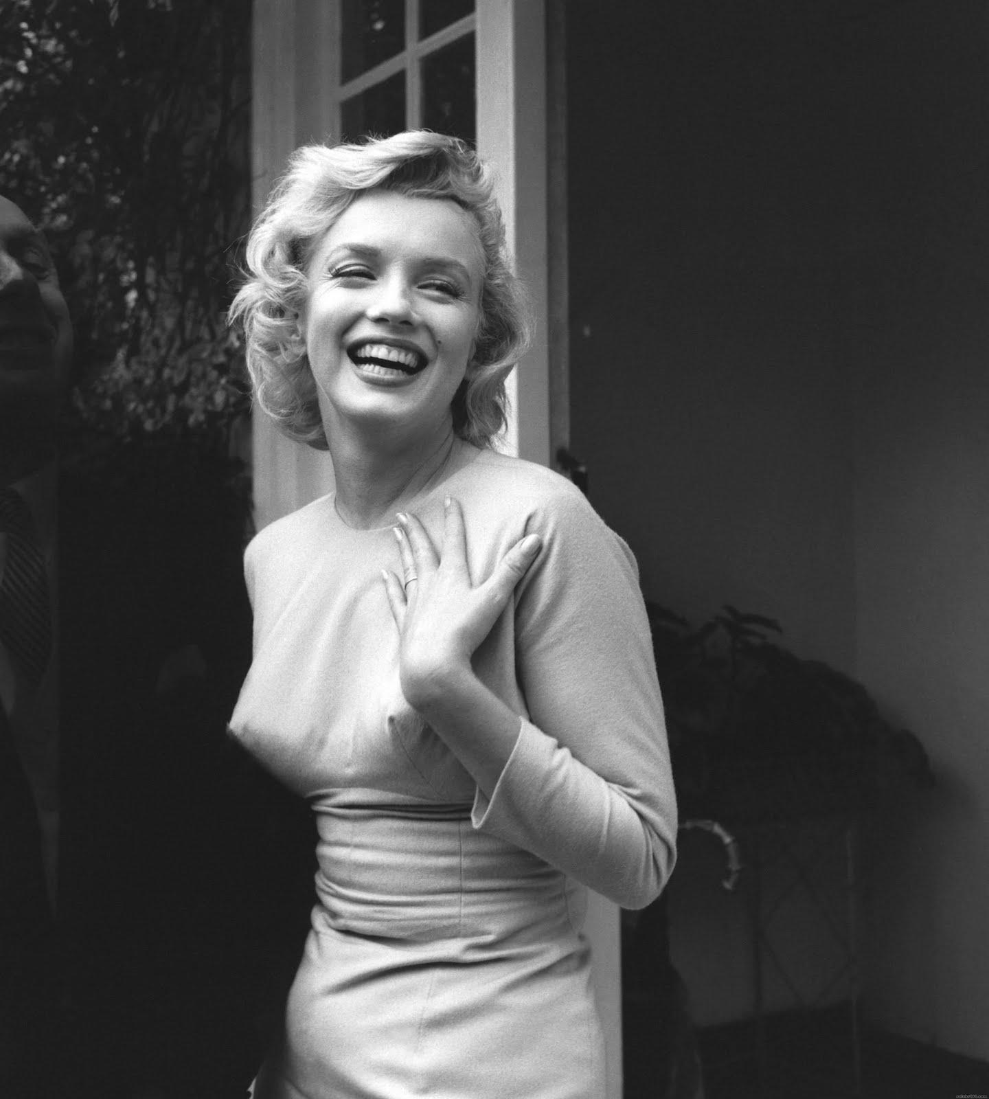 http://1.bp.blogspot.com/-jvsmliJYJd4/TfJ40wH6ywI/AAAAAAAAFq8/rWSof7cruZA/s1600/Marilyn+Monroe+30.jpg