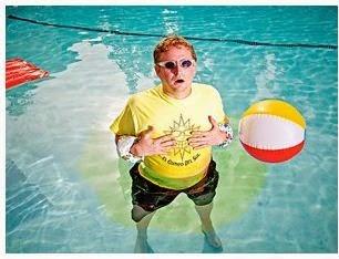 Orinar en la piscina mira esto !!