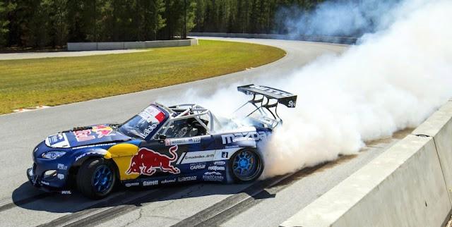 1000馬力オーバーのマツダ・ロードスター「RADBUL」がサーキットでドリフト!