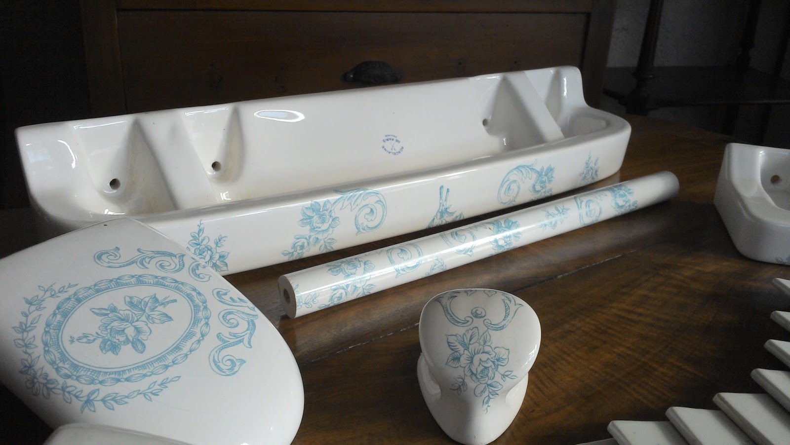 Ancien Service De Toilette Bleu Porcelaine De Paris