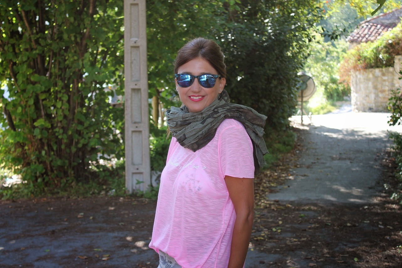 Look, outfit, pink, camo, caqui, Havaianas, summer, travel, holidays, beach, surf, lifestyle, Cantabria, Carmen Hummer, Street Style, Fashion Blogger, Cool