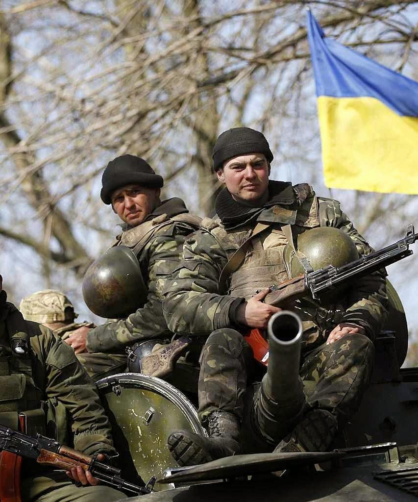 Soldados ucranianos em operação anti-terrorista