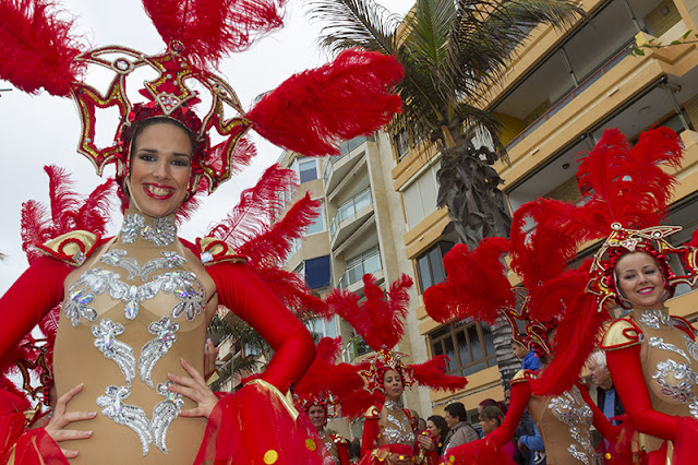 Dancing girls at the Carnvaval al Sol in Las Palmas Gran Canaria
