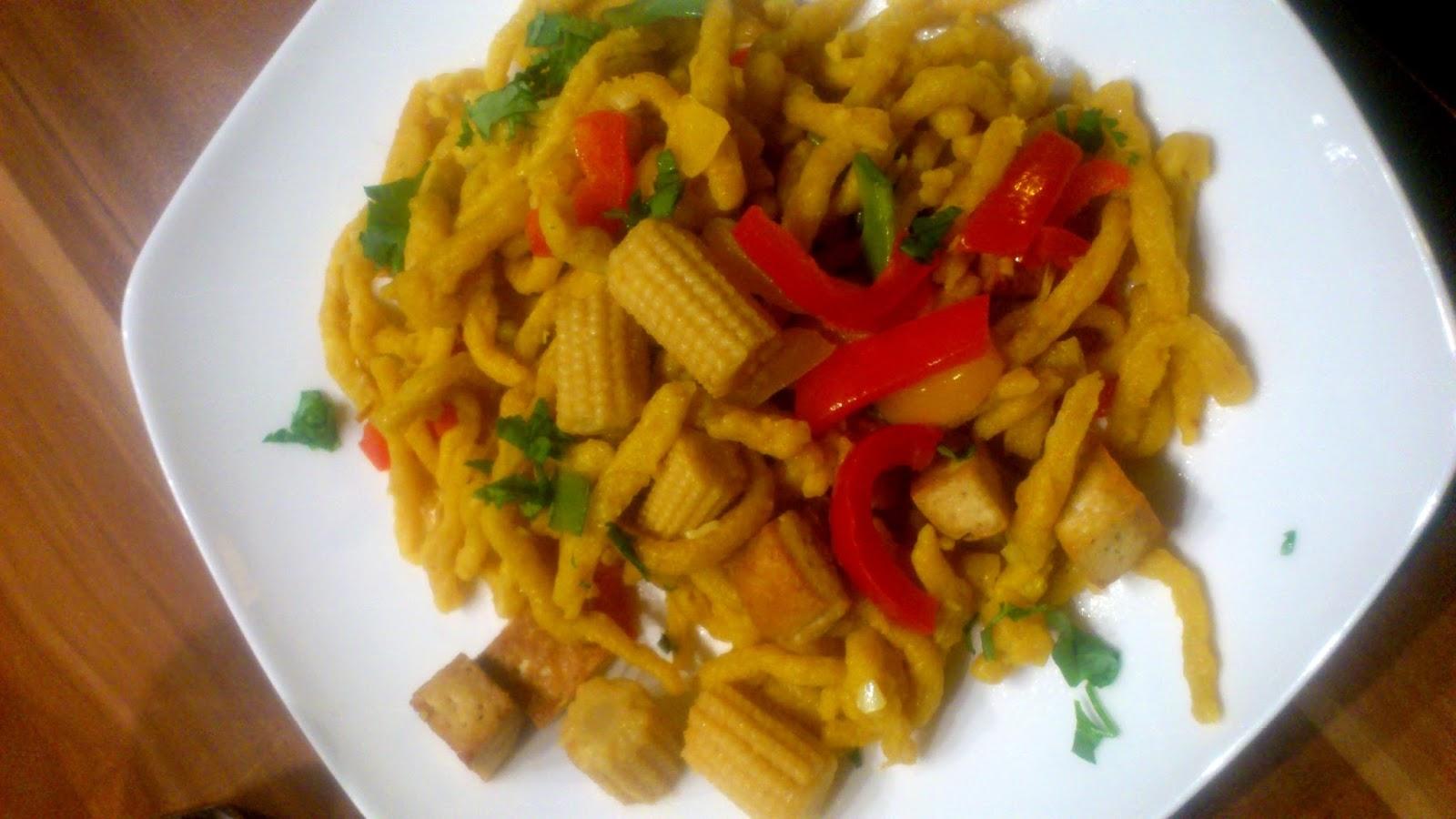 Rezept Curry-Spätzle mit Tofu und Paprika-Mais-Zuckerschoten-Gemüse
