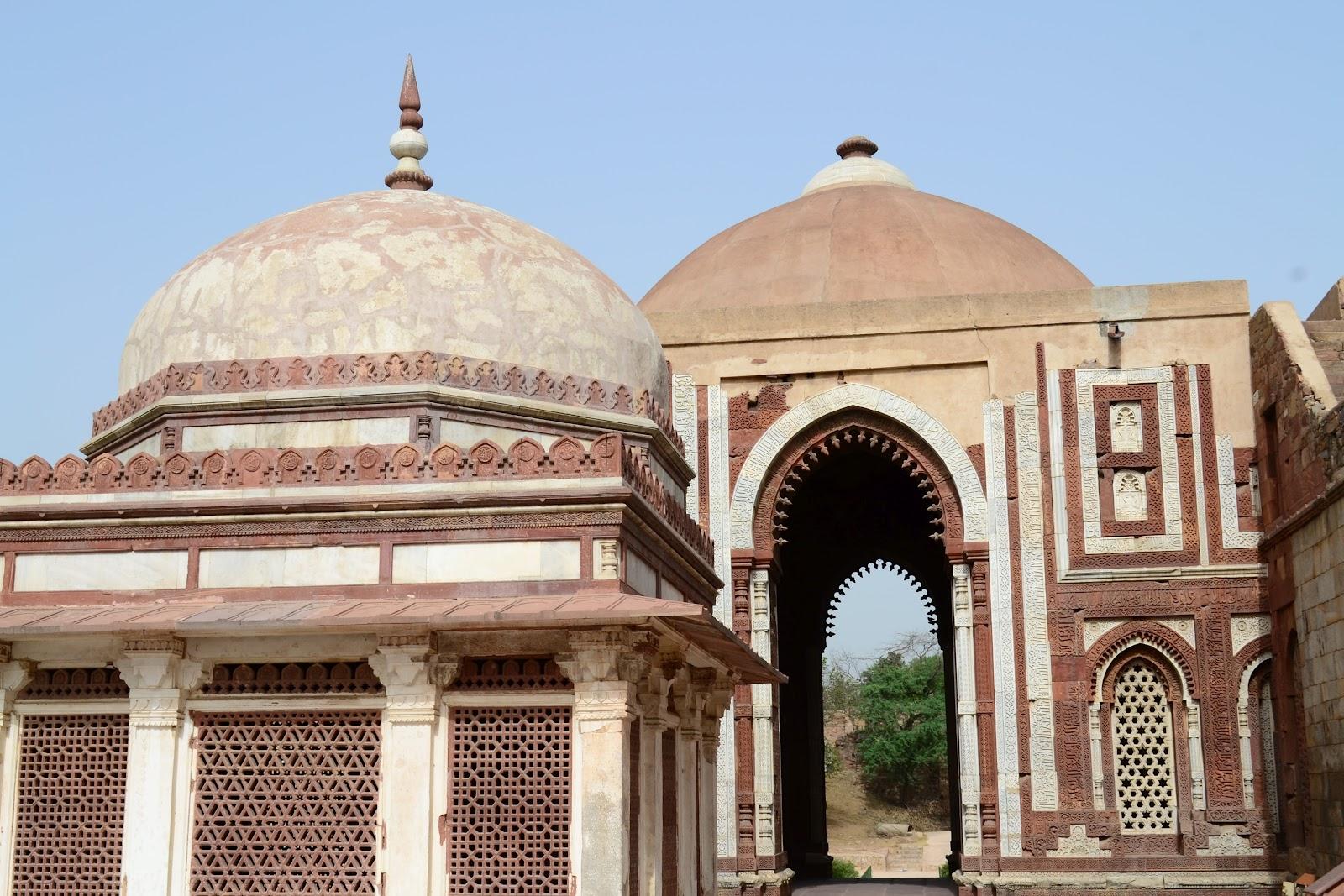 Secret Delhi: Quwwat-U... Quwwat Ul Islam Mosque