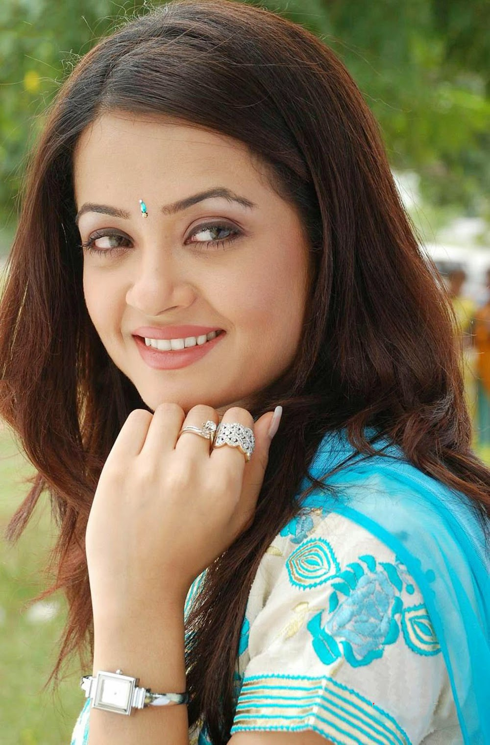 Surveen Chawla hot images