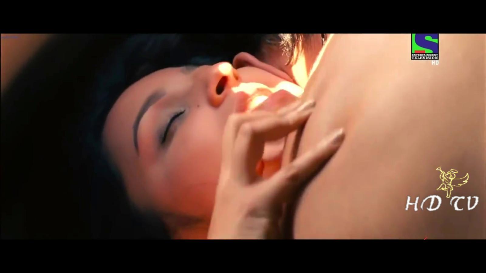 Parineeti Chopra Hot Kiss Video