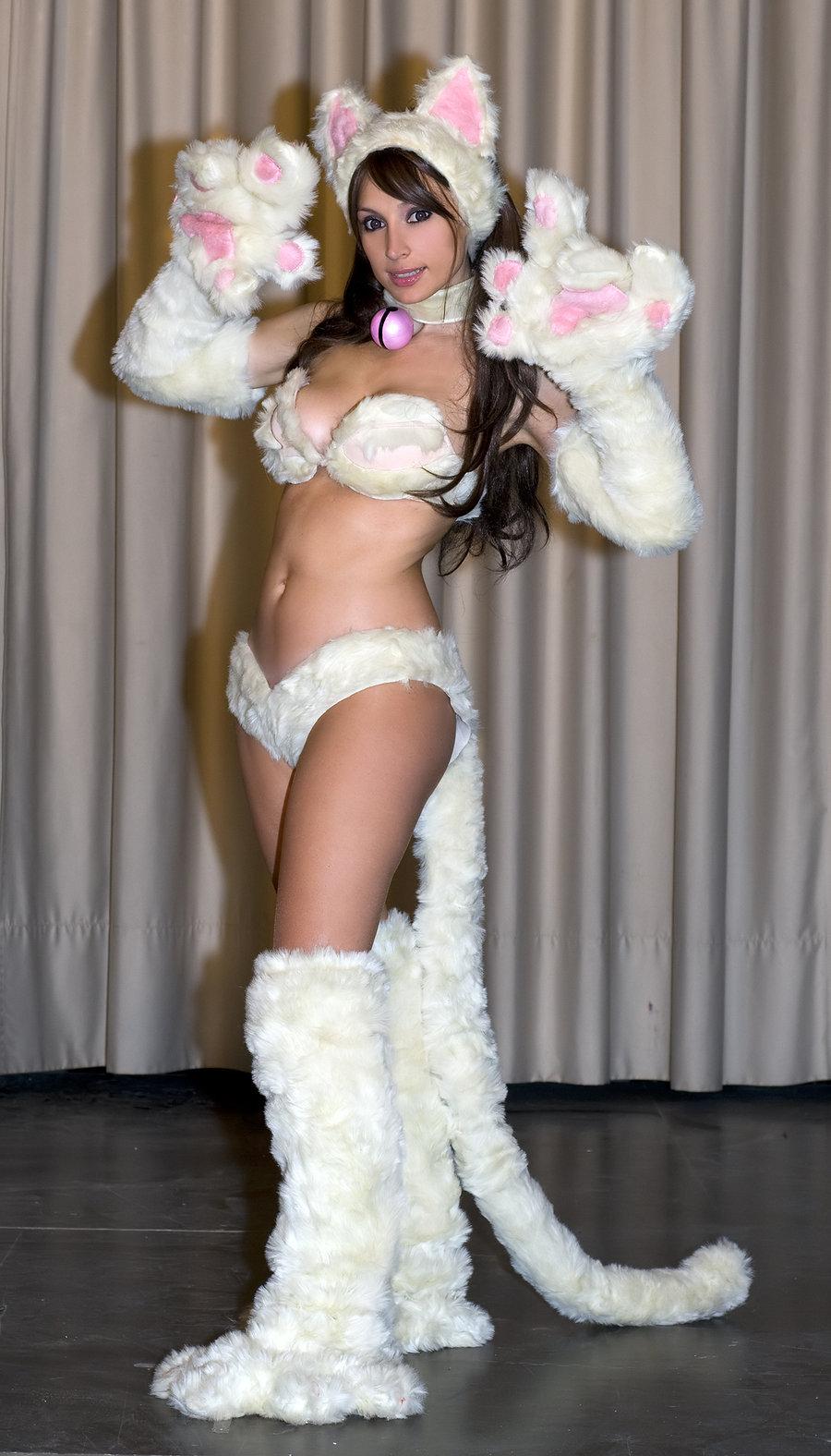 Ảnh gái xinh khoe bưởi trong lễ hội Cosplay