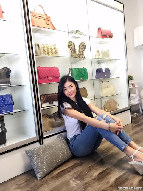 Julia sang Mỹ từ năm 2010, ban đầu mục đích là để làm việc nhưng sau đó, cô cảm thấy cuộc sống nơi đây thích hợp với mình nên đã quyết định ở lại và theo đuổi công việc yêu thích.