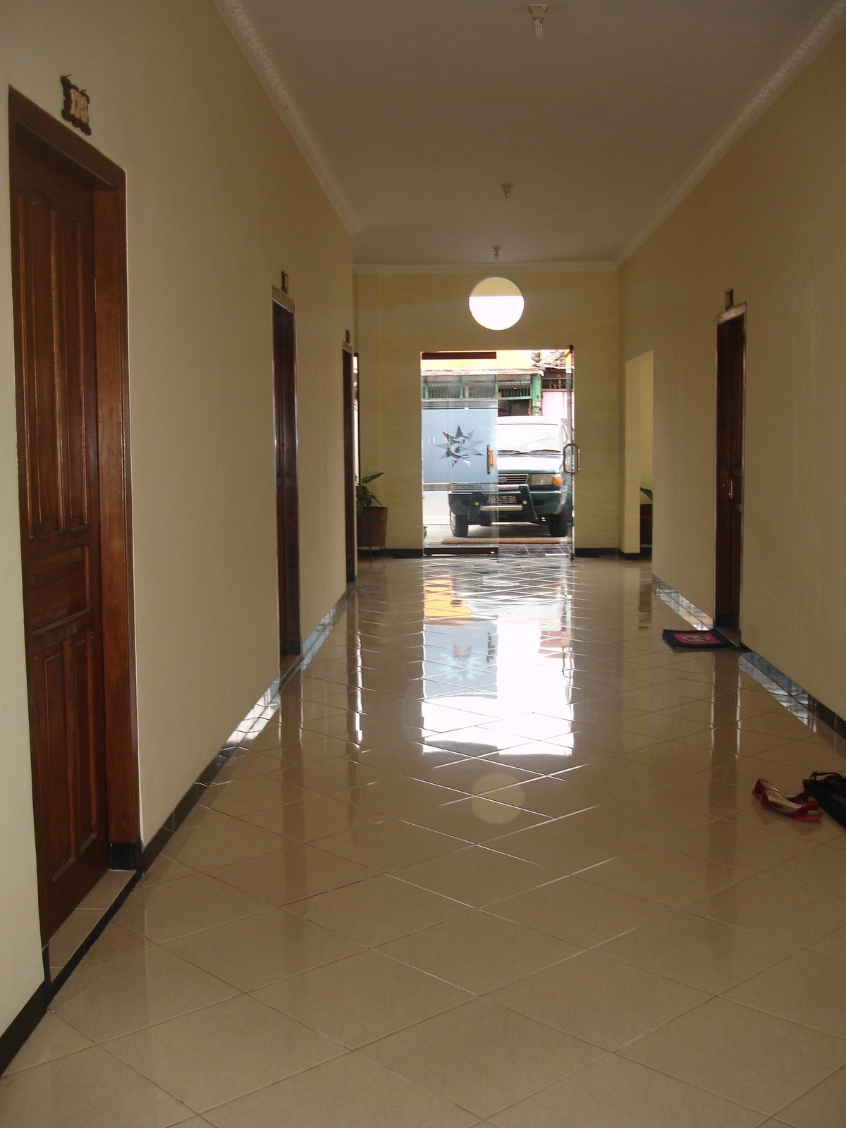 Hotel Sartika Yogyakarta: Lorong kamar